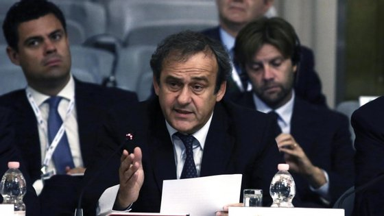Michel Platini insiste na proposta do cartão branco que FIFA já rejeitou