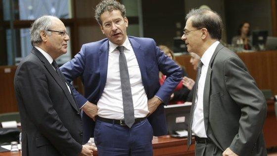 Gikas Hardouvelis, o ministro grego das finanças, à direita