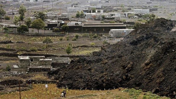 Lava do Vulcão destroi infraestruturas em Cabo Verde