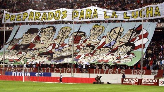 """Um adepto do Deportivo da Corunha morreu, no domingo, na sequência de violentos confrontos entre cerca de 200 """"ultras"""""""