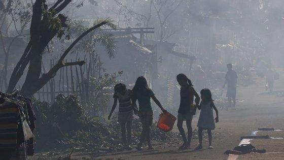 Hagupit aproxima-se de Manila, agora com ventos de 110 quilómetros/hora