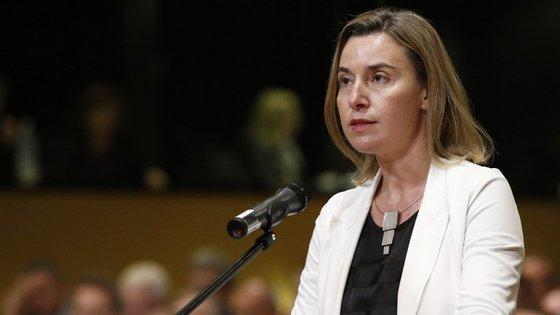 """""""Vi a reação do presidente Erdogan e estou muito surpreendida"""", afirmou Federica Mogherini"""