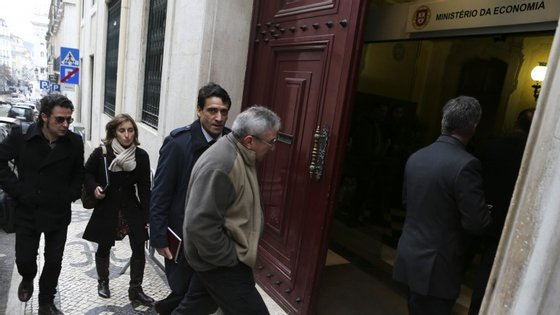 Os representantes dos sindicatos, à entrada da reunião com Pires de Lima, onde se tentou chegar a um acordo