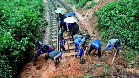 Já morreram 30 pessoas vitimas das inundações do Sri Lanka