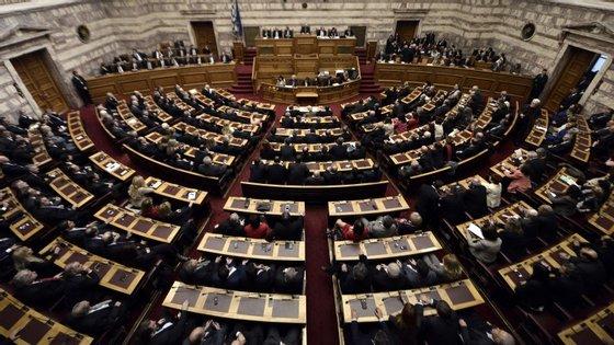 Três votações no Parlamento grego não chegaram para eleger um novo presidente da República