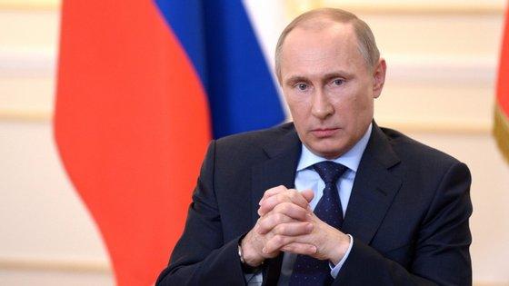 Antes desta subida da taxa de juro, o banco da Rússia tinha elevado este custo do dinheiro na quinta-feira, em um ponto percentual