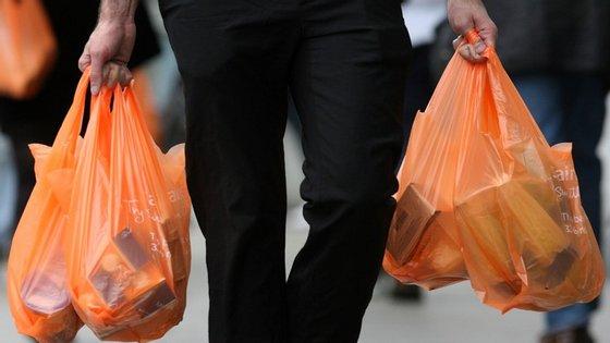 Apenas campanha de sensibilização para redução de sacos de plástico passou
