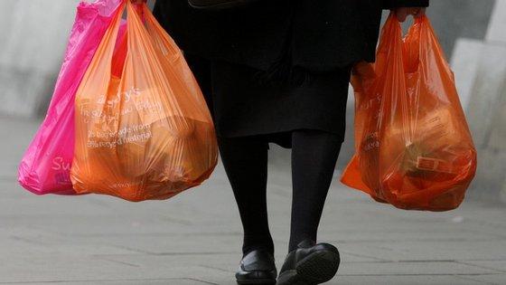 Cada português consome em média 500 sacos de plástico por ano
