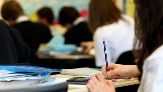 O número de alunos que quer concluir apenas o 12.º ano de escolaridade subiu de 32,6 para 39,5 por cento