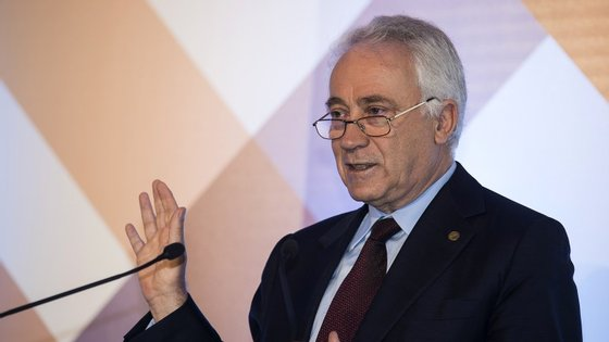 Carlos Costa; decisão do Banco de Portugal beneficia as reservas do Novo Banco
