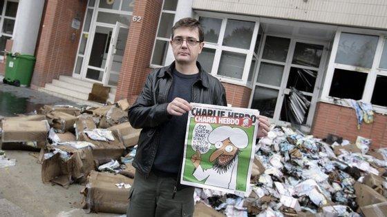 A sede do Charlie Hebdo e o cenário de destruição após o atentado de 2011