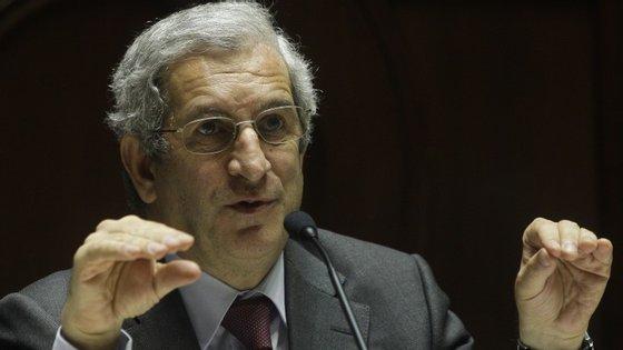 Presidente da CMVM exige mais informação ao presidente da assembleia geral de acionistas da PT SGPS