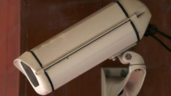 Senhorio instalou câmara de vigilância na casa de banho