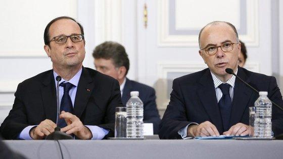 François Hollande com o ministro do Interior, Bernard Cazeneuve