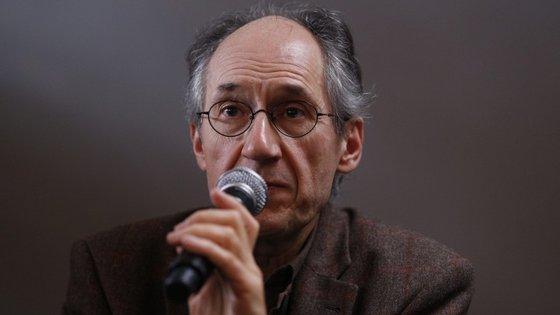 O anúncio foi feito numa conferência de impressa com o chefe da redação, Gérard Biard