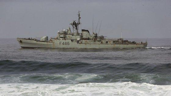 A Marinha continua as buscas pelos quatro pescadores desaparecidos