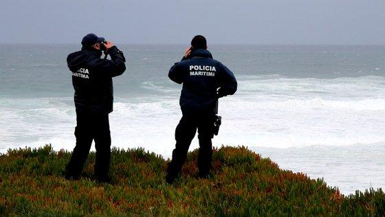 Marinha verifica condições para continuar buscas