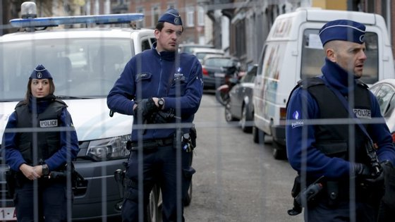 Mais 300 agentes vão ser colocados nas ruas belgas