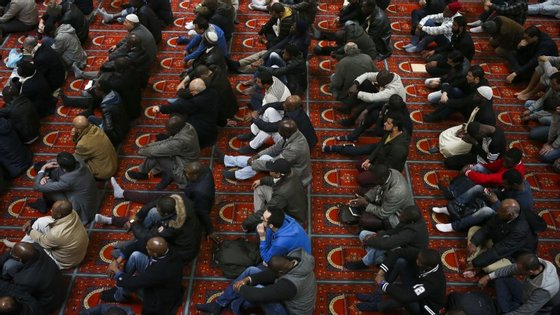 """A frase """"'a paz esteja convosco' é comum a estas três religiões"""", afirmou hoje o imã da mesquita, David Munir"""