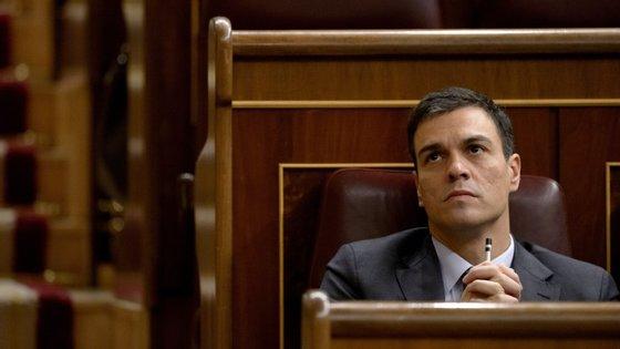 O site do jornal ABC nota que este poderá ser mais um problema para Pedro Sánchez, que neste momento enfrenta dificuldades para gerir o PSOE