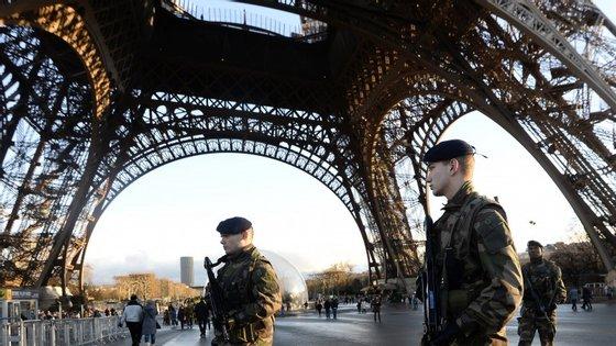 Depois do ataque de quarta-feira, Paris ficou sob alerta máximo.