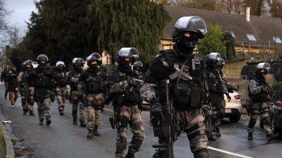 Mais policiamento e maior controlo das fronteiras será o suficiente para travar o terrorismo?