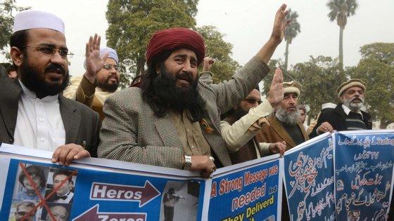Grupo manifesta apoio aos irmãos Kouachi em Peshawar