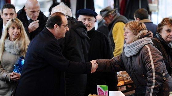 40% dos inquiridos aprova a reação do Presidente François Hollande