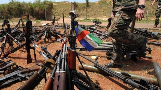 Armas confiscadas à milícia Seleka em fevereiro de 2014