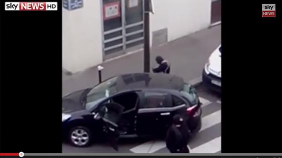 À saída do jornal, seguiu-se um tiroteio com a polícia