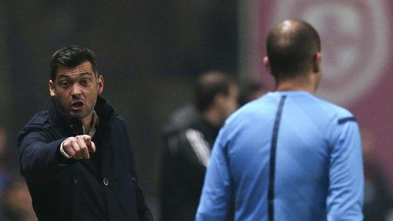 O treinador do Sporting de Braga já tinha visto um cartão vermelho na liga, quando a sua equipa defrontou o Benfica, em casa. Agora foi contra o Sporting