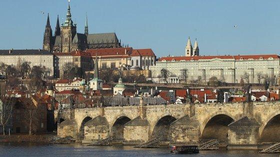 Cerca de dois terços da população do país, que pertence à União Europeia, são contra a desistência da moeda nacional, a coroa checa