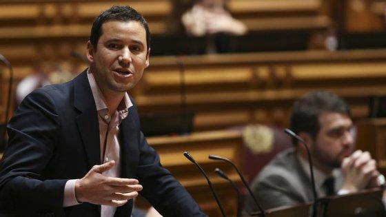 João Galamba diz que a proposta do PS é de investimento no atual modelo para garantir a sustentabilidade das pensões