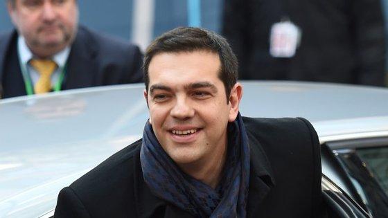 Tsipras ainda está na reunião do Conselho Europeu