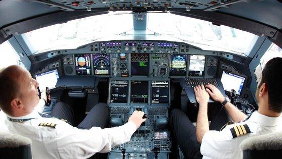 Os pilotos são sujeitos anualmente a exames de saúde