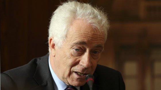 Carlos Costa, governador do Banco de Portugal, alerta os bancos sobre as regras das taxas indexadas.