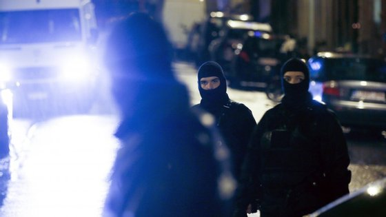 O suspeito que as autoridades dizem residir e Aveiro, continua detido