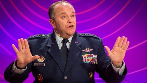 """O comandante da NATO disse que """"existem dúvidas"""" sobre se os acordos de Minsk estão a ser cumpridos"""