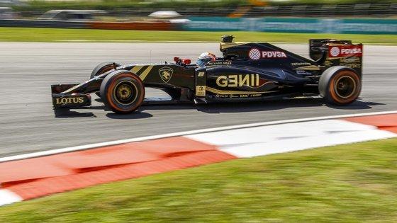 Romain Grosjean efetuou uma manobra ilegal na via das boxes