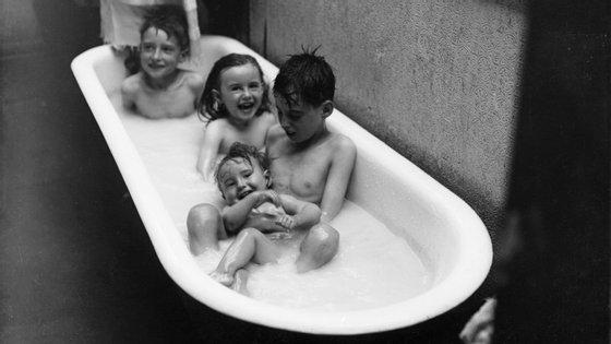 Será que devemos fazer como os americanos, e parar de lavar os miúdos todas as santas noites?