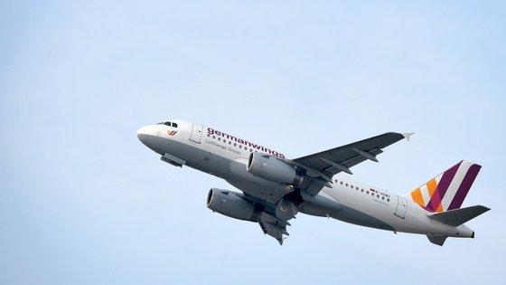 Os pilotos do grupo Lufthansa têm procurado tranquilizar os seus passageiros