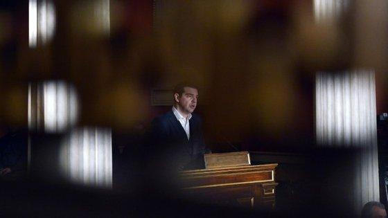 Alexis Tsipras quee ouvir a oposição sobre as negociações com os credores