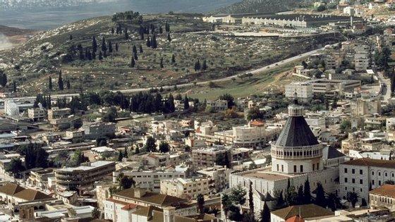 Nazaré nos dias de hoje, vendo-se a Basílica da Anunciação em primeiro plano. O local da casa onde se pensa ter vivido Jesus fica a apenas 100 metros de distância.
