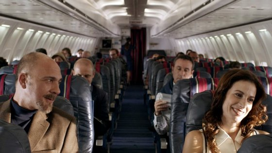 """Esta cena de """"Relatos Selvagens"""" passada no avião é uma de várias em que pessoas se descontrolam"""