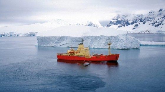 O aumento da temperatura global pode levar à acidificação dos oceanos