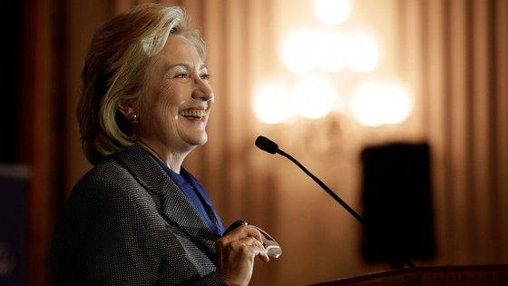 Hillary Clinton será a primeira democrata a anunciar a campanha