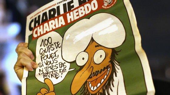 """""""Temos desenhado Maomé para defender o princípio de que se pode desenhar o que se quiser"""", disse o editor do Chalier Hebdo"""