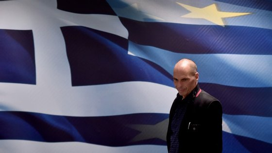 Angela Merkel deu terça-feira um prazo de 12 dias para que haja um acordo entre a Grécia e os credores.