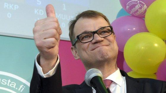 Juha Sipilä, líder do Partido do Centro, venceu as eleições deste domingo na Finlândia