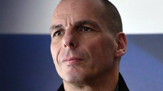 """""""O secretismo e a imprensa ingénua não são um bom augúrio para a Democracia europeia"""", remata Yanis Varoufakis."""